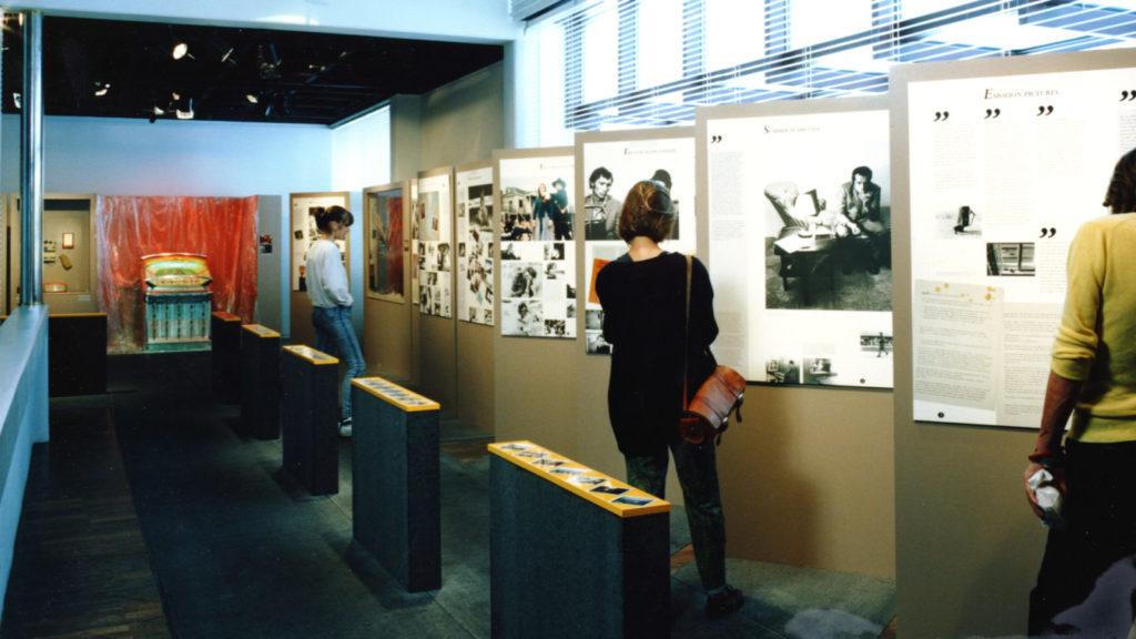 Ausstellung-1988-Schauplätze.-Kino-Reisen-Bilder-von-Wim-Wenders