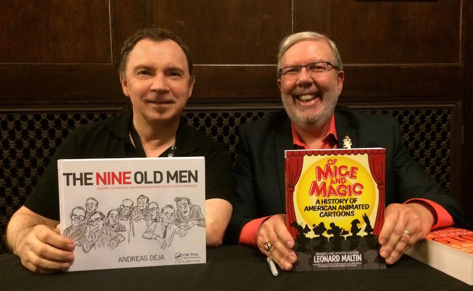 "Andreas Deja mit seinem Buch ""The Nine Old Men"" neben Leonard Maltin und dessen Buch ""Of Mice and Magic"" auf dem Cinetopia Film Festival 2016 (© Andreas Deja 2020. Disney Enterprises, Inc.)"