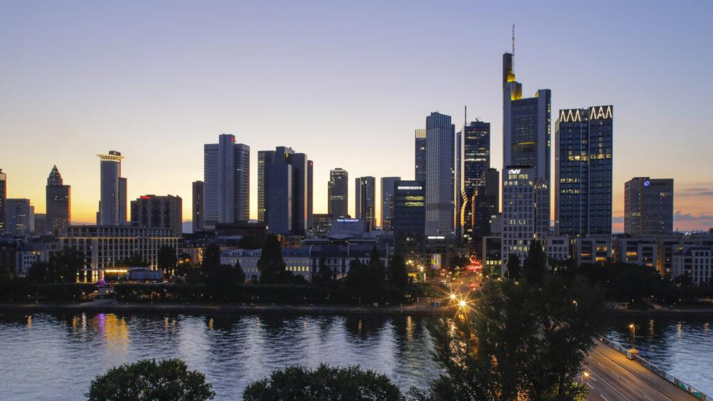 Ausblick von der Terrasse des DFF auf die Frankfurter Skyline